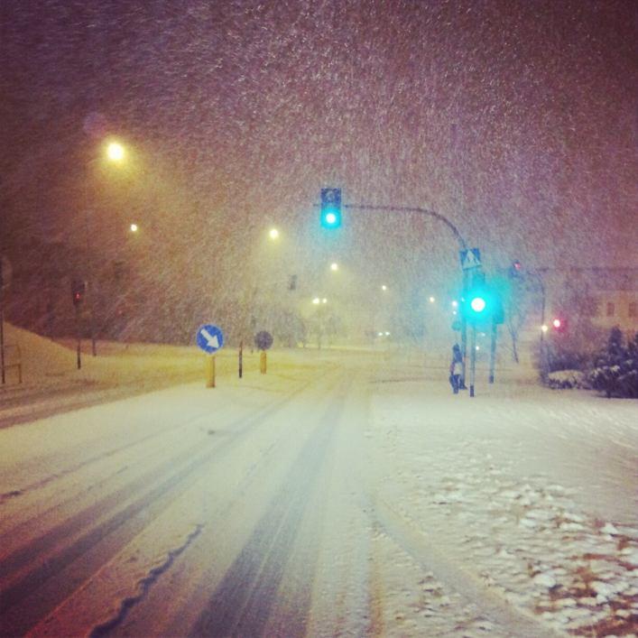 Podjazd po topniejącym śniegu. A światła działały...