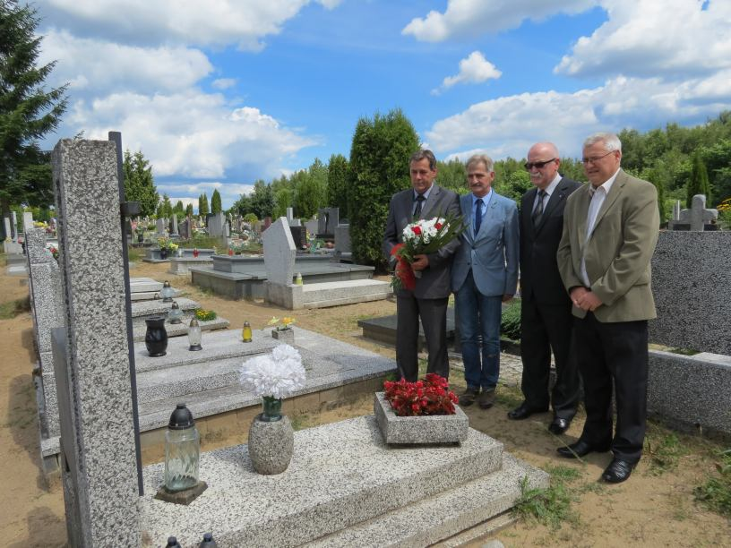 Burmistrz Chojnic odwiedził groby inicjatorów ´Zeszytów Chojnickich´