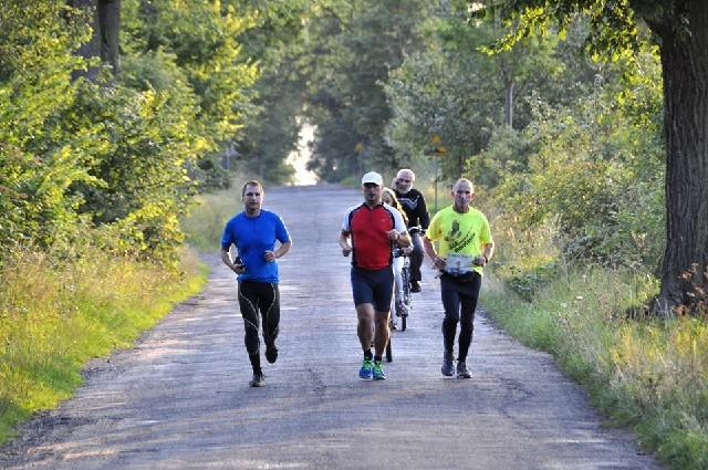 Rolnik w Wituni przebiegł w tydzień 7 maratonów. Przed nim jeszcze 359