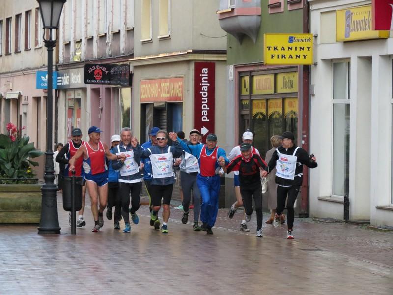 Biegacze Freedom Charity Run w Chojnicach