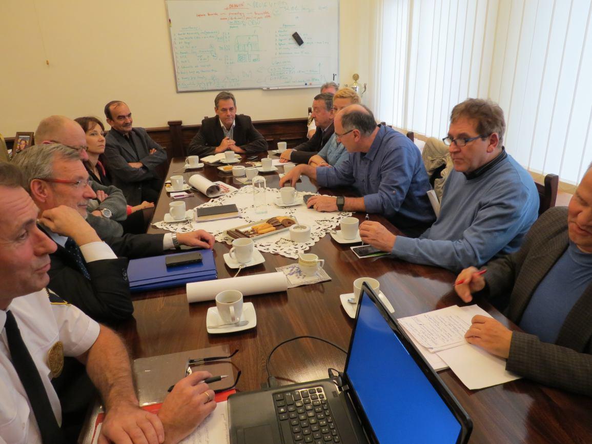 Rozmowy przewodniczących samorządów osiedlowych na temat chojnickiej Straży Miejskiej
