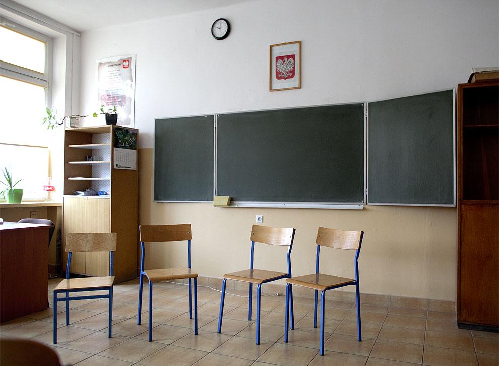 Dyrektor Szkoły Podstawowej w Kaliskich Kościerskich wśród osób zakażonych koronawirusem