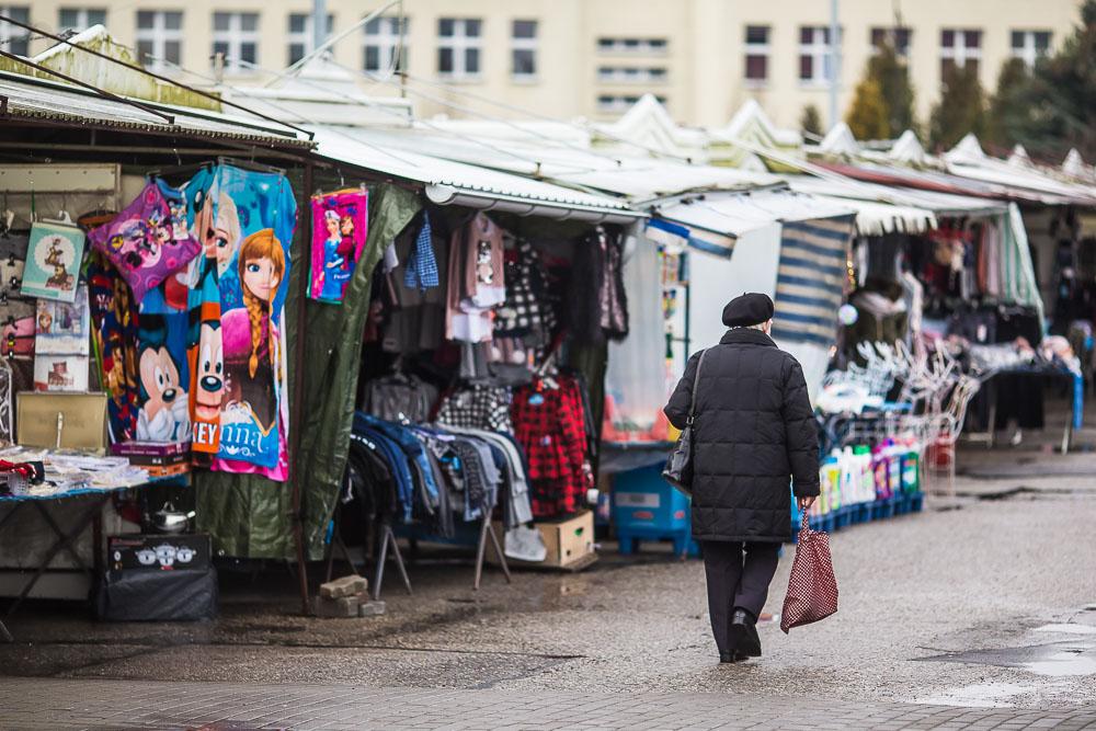 Budowa zadaszenia na targowisku przy ulicy Młodzieżowej w Chojnicach potrwa dużo dłużej, niż zakładano