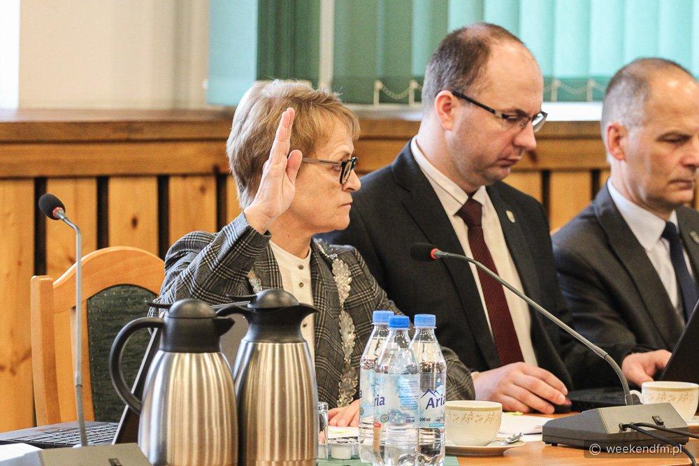 Sesja w Czersku. Tematem absolutorium i pensja burmistrz Fierek