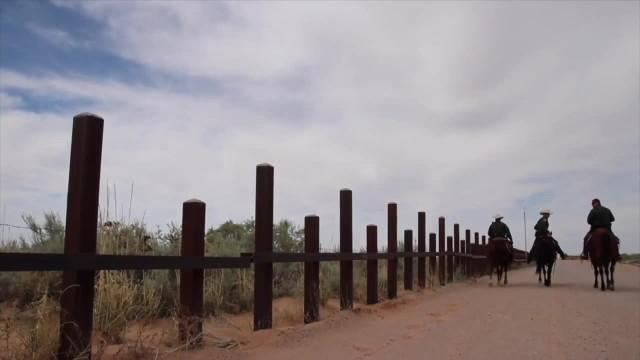 """""""Mur pomoże zatrzymać przemyt i potencjalnych terrorystów"""". Rozpoczęła się budowa muru na granicy USA z Meksykiem"""