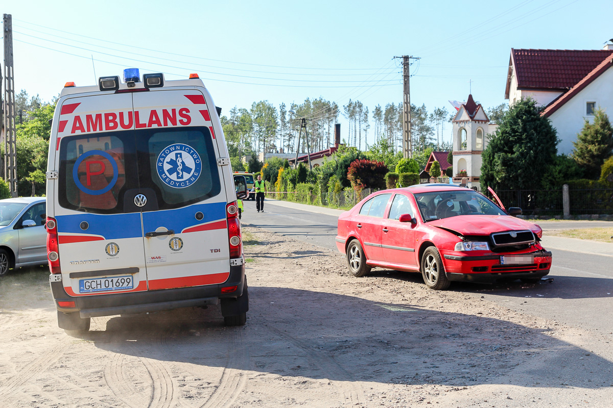 Zderzenie samochodów w Nowej Cerkwi. Ciężarna kobieta czekała na karetkę ponad godzinę