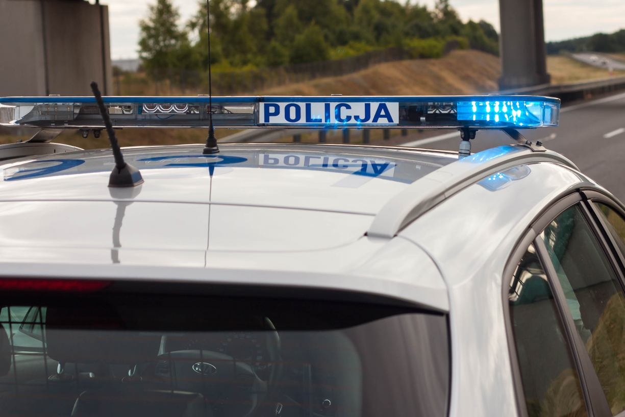 Zderzenie dwóch pojazdów na drodze 240 w okolicach skrzyżowania z Piastoszynem