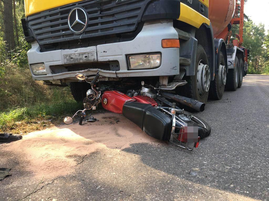 Śmiertelny wypadek z udziałem cysterny z betonem i motoroweru
