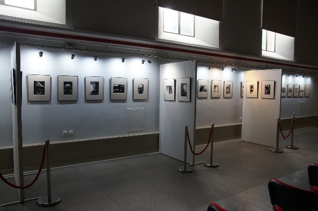 Człuchowskie Muzeum Regionalne do końca sierpnia wystawia 62 fotografie Zdzisława Beksińskiego