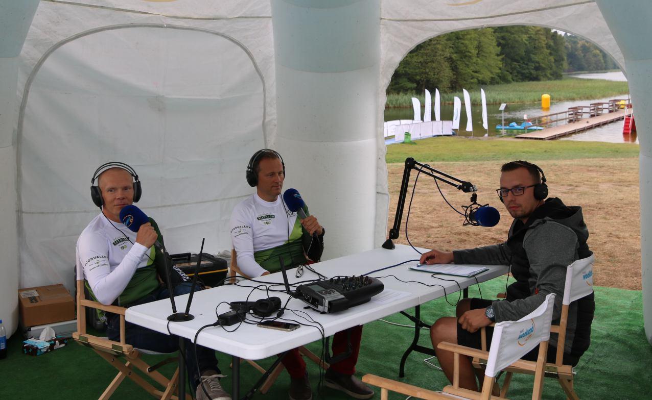Prosto z mobilnego studia Weekend FM z plaży w Przechlewie o Goodvalley Triathlonie i boksie