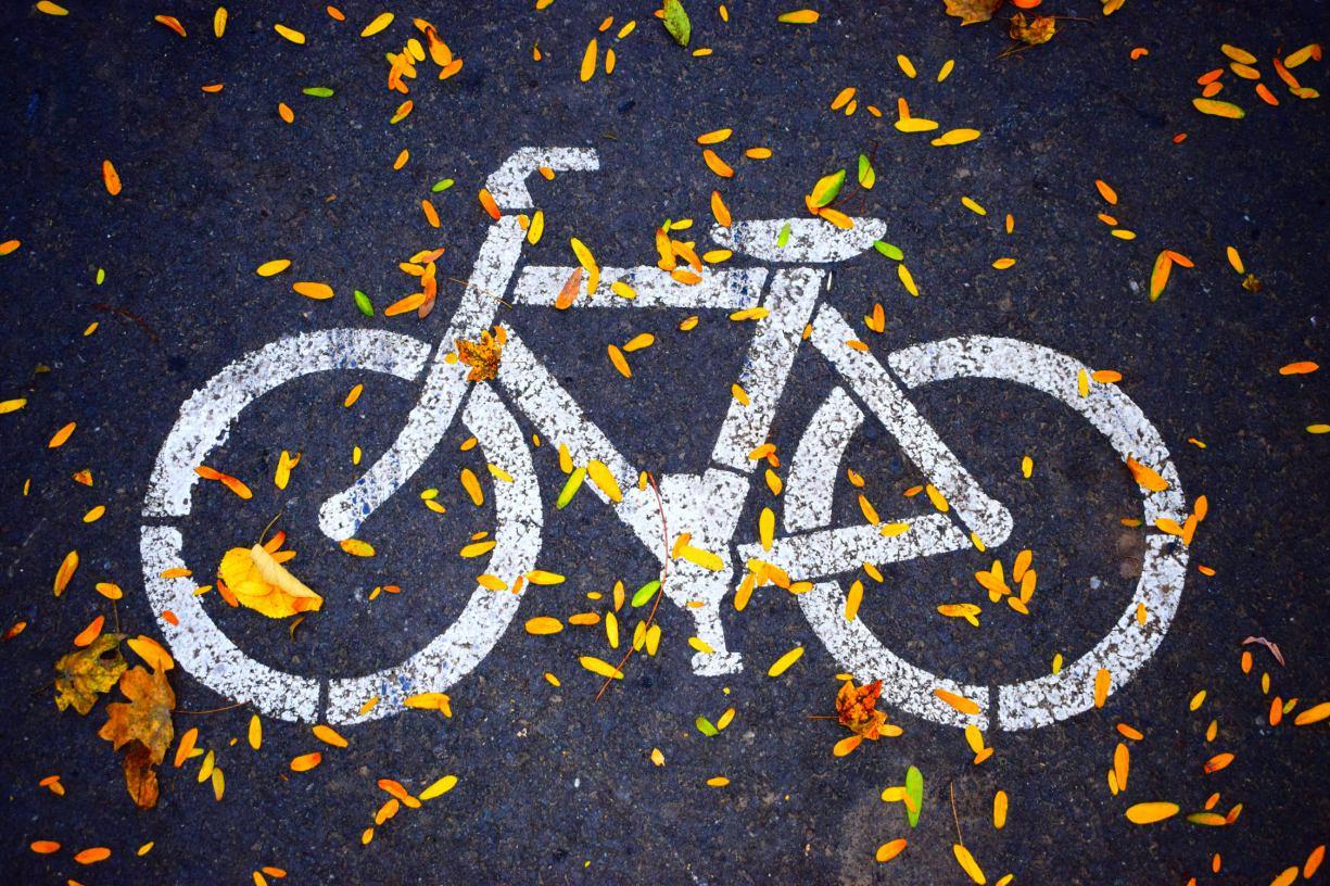 Są zastrzeżenia do nowych ścieżek rowerowych wytyczonych w okolicy chojnickiego dworca