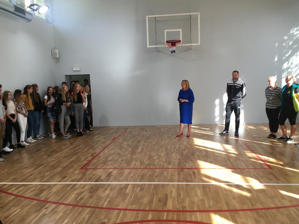 Uczniowie kościerskiego ogólniaka mogą już korzystać z nowo wyremontowanej sali gimnastycznej FOTO