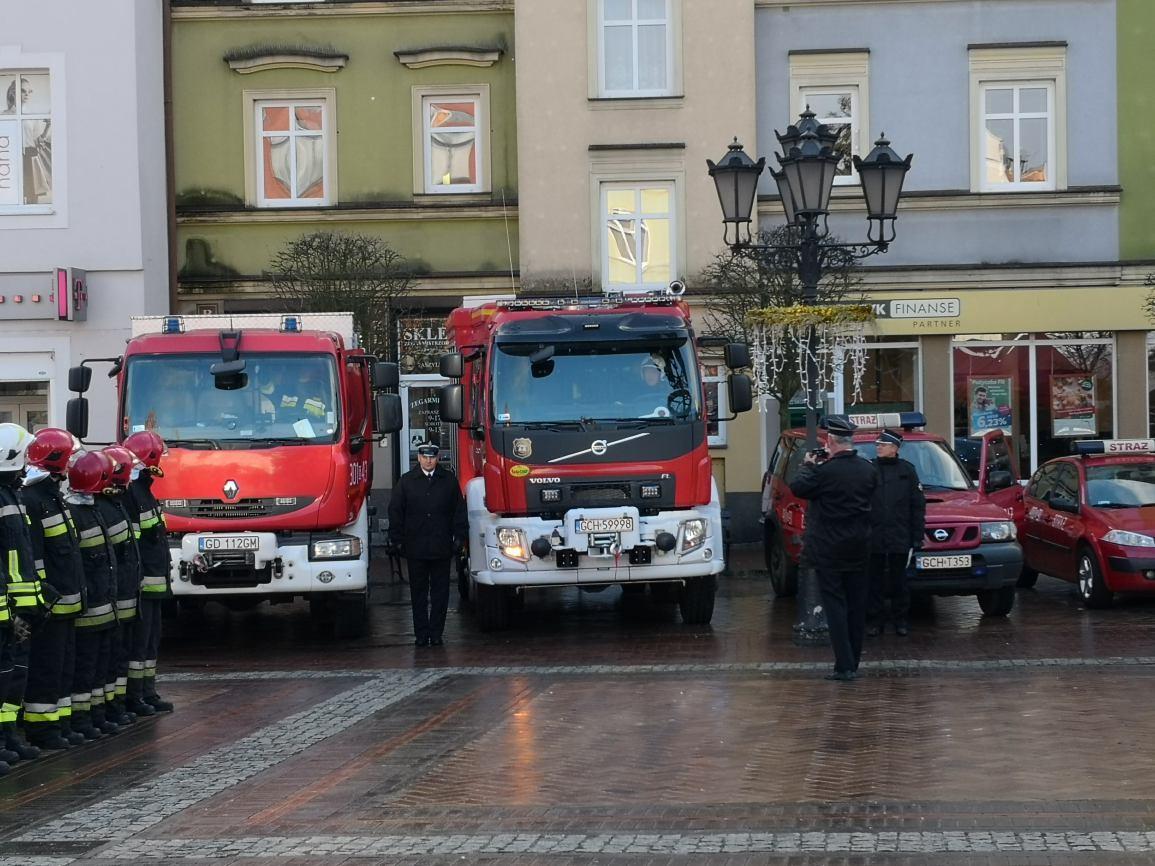 Uroczystość przekazania wozów strażackich