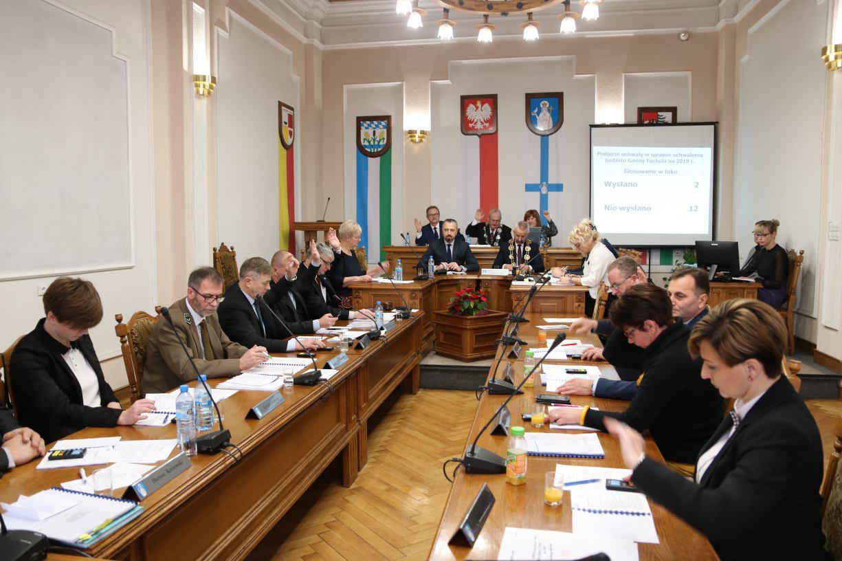 Jednogłośnie i bez dyskusji - tak uchwalano nowy budżet w Tucholi