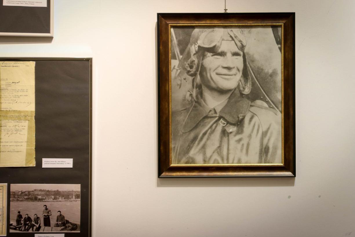 &bdquoPod znakiem biało-czerwonej szachownicy - sierżant pilot Jan Mikszo 1909 - 1996&rdquo - wystawa na zamku w Człuchowie