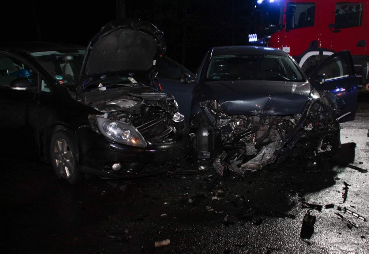 8 osób, w tym małe dziecko, poszkodowanych w wypadku na drodze Bytów-Kościerzyna