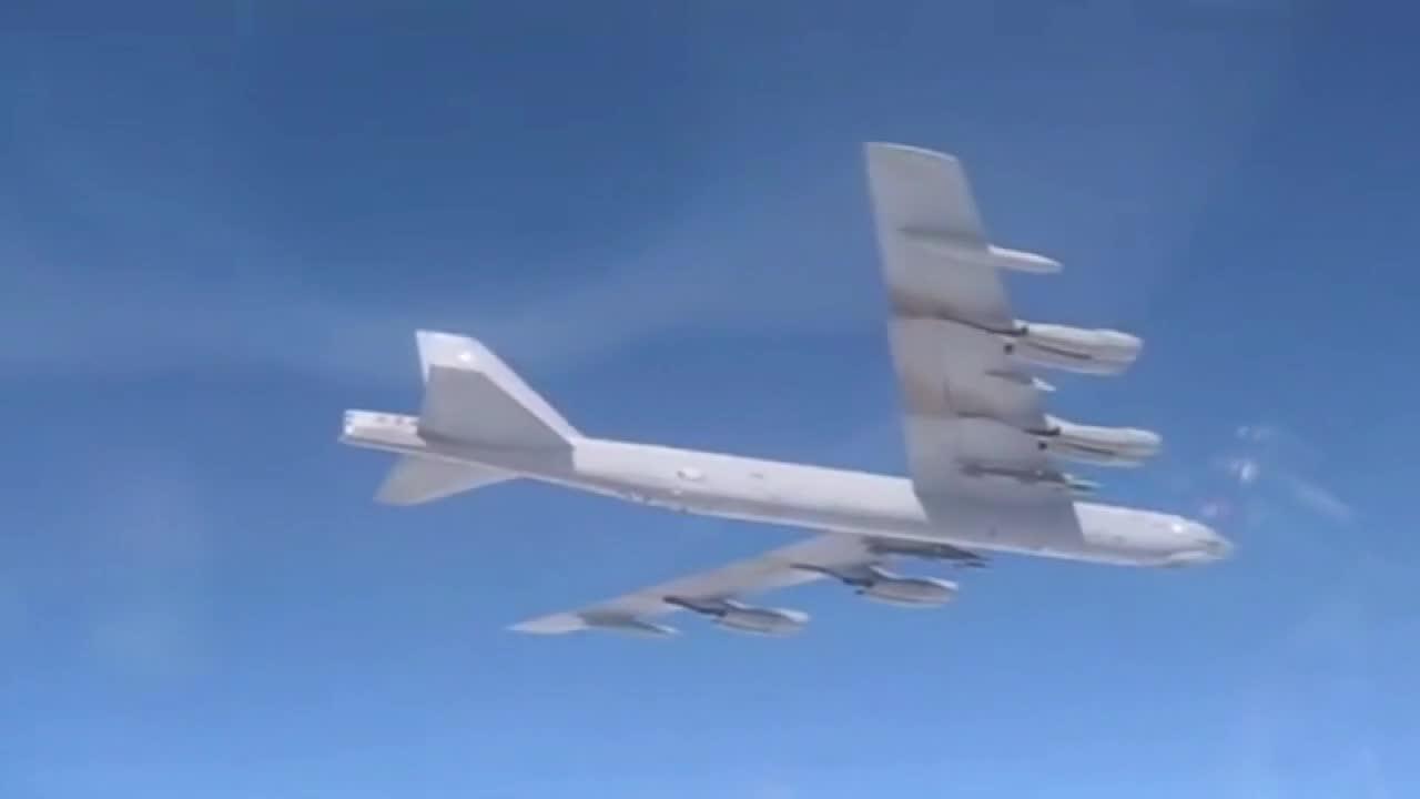 Amerykański bombowiec B-52H przechwycony przez rosyjskie myśliwce nad Bałtykiem
