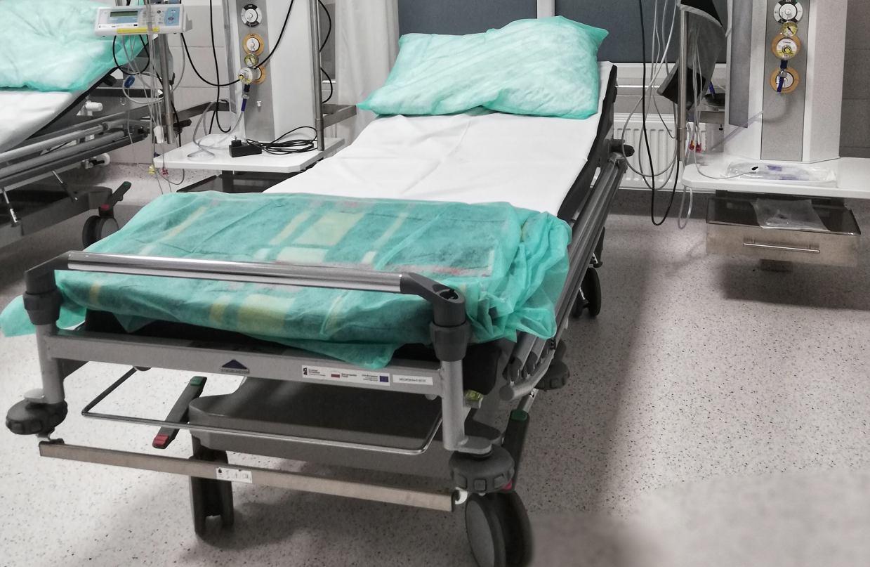 Wszystkie covidowe łóżka w chojnickim szpitalu są już zajęte. Starosta pomału zaczyna się to wymykać spod kontroli