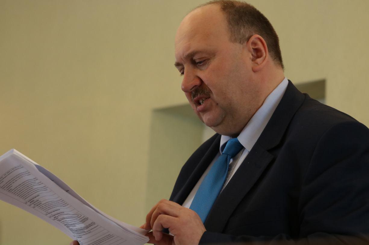 Burmistrz Czarnego Piotr Zabrocki w komisji egzaminacyjnej