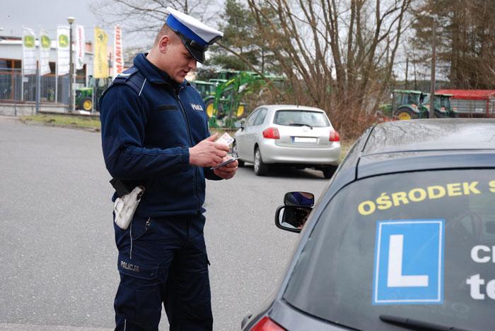 Z przepisami lepiej być na bieżąco. Czy kierowcy aktualizują swoją wiedzę?