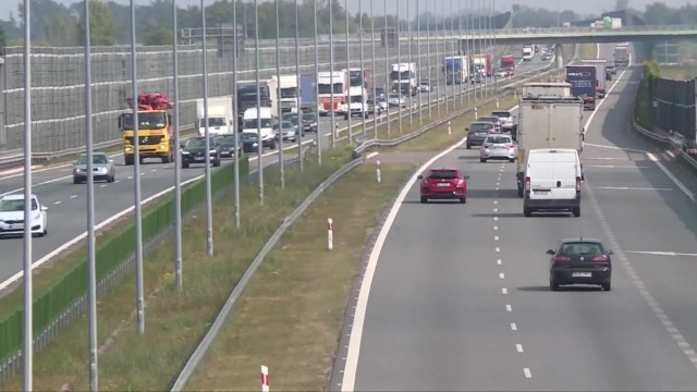 Polskie drogi mogą tego nie wytrzymać. Najcięższe ciężarówki wyjeżdżają na nasze ulice