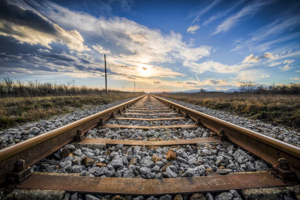 Nasyp kolejowy z Bytowa w kierunku Pomyska Wielkiego ma zostać otoczony barierkami