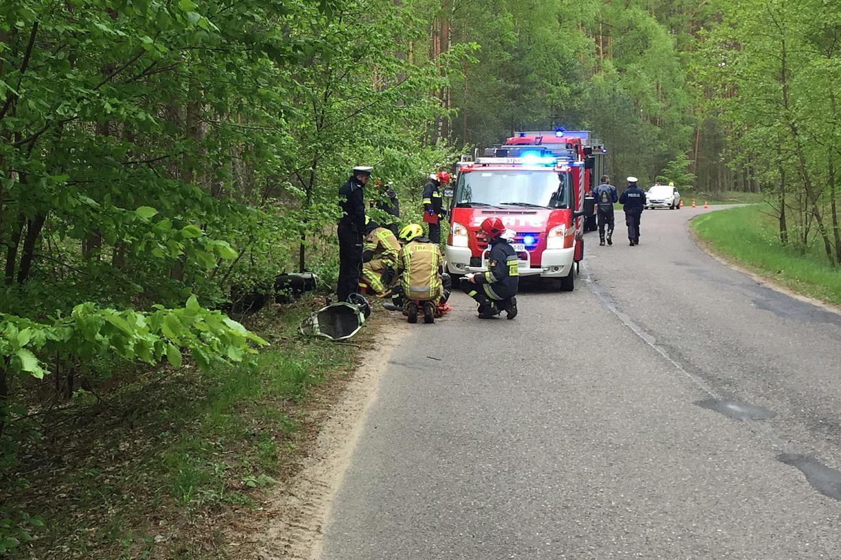 Jeden motocyklista wypadł z drogi, drugi się przewrócił. Zdarzenie drogowe w okolicach Bachorza FOTO
