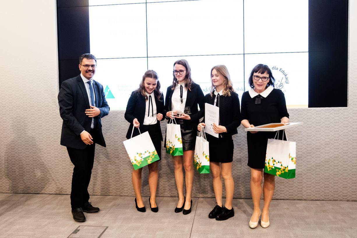 Gimnazjalistki z Chojnic zajęły 3. miejsce w finale Ogólnopolskiego Konkursu Potyczki Ekonomiczne