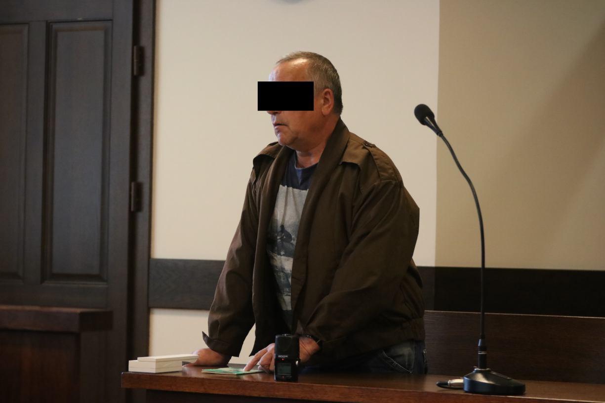 Przed sądem w Człuchowie ruszył proces mieszkańca Przechlewa oskarżonego o utopienie psa