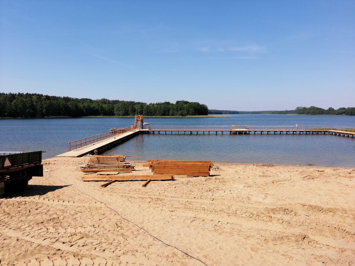 Zakończyła się budowa nowych pomostów na plaży miejskiej w Sępólnie Krajeńskim