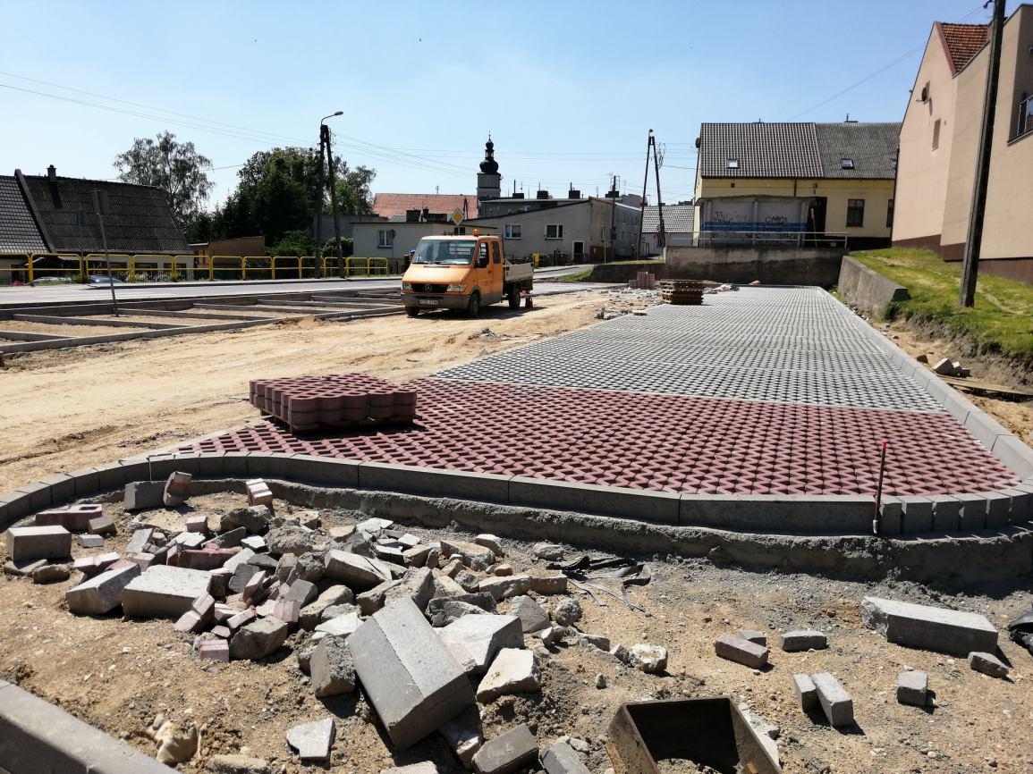 Kończą się prace przy budowie drogi dojazdowej do targowiska w Sępólnie Krajeńskim (FOTO)