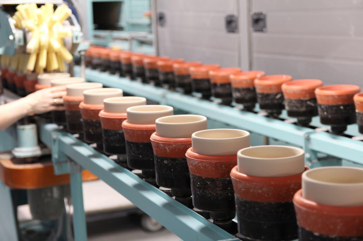 Jak powstają porcelanowe filiżanki? Weekend FM z wizytą w Zakładzie Porcelany Stołowej Lubiana