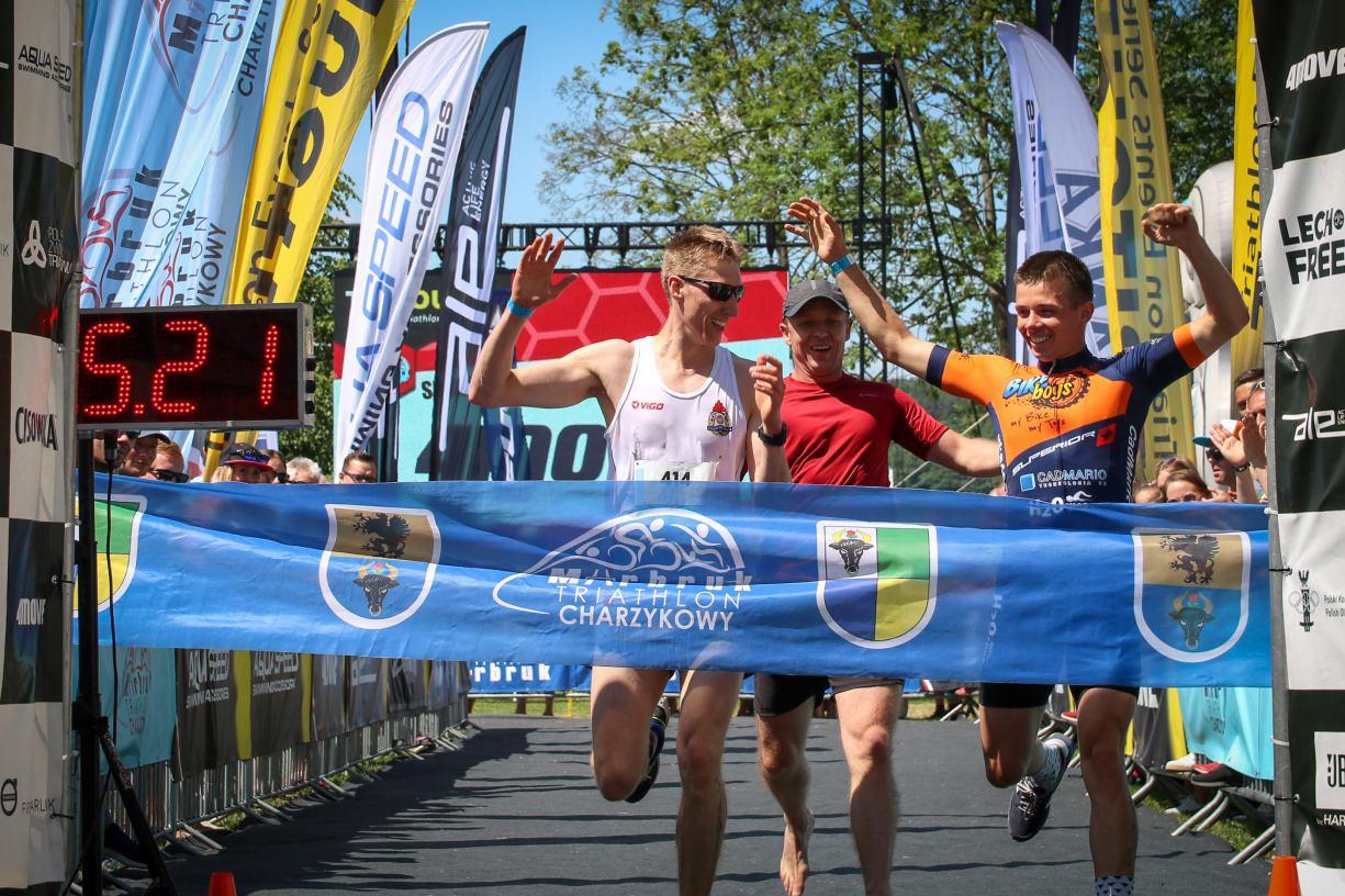 W wodzie, na rowerze i w biegu. Drugi dzień sportowych zmagań podczas Marbruk Triathlon Charzykowy