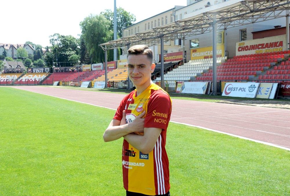 Chojniczanka ogłosiła pierwszy transfer przed nowym sezonem. Do klubu z Chojnic dołączył 18-letni Jakub Letniowski