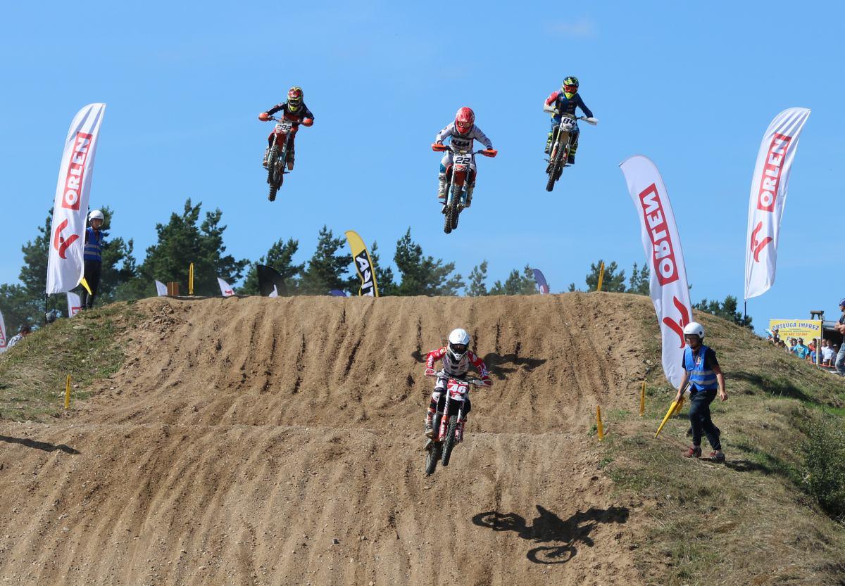 Gospodarze wygrali trzy z czterech klas pierwszego dnia Mistrzostw Polski w Motocrossie w Człuchowie