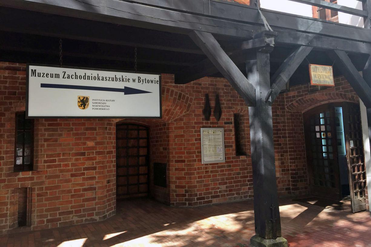 Wystawa poświęcona MLKS Baszta Bytów w bytowskim muzeum
