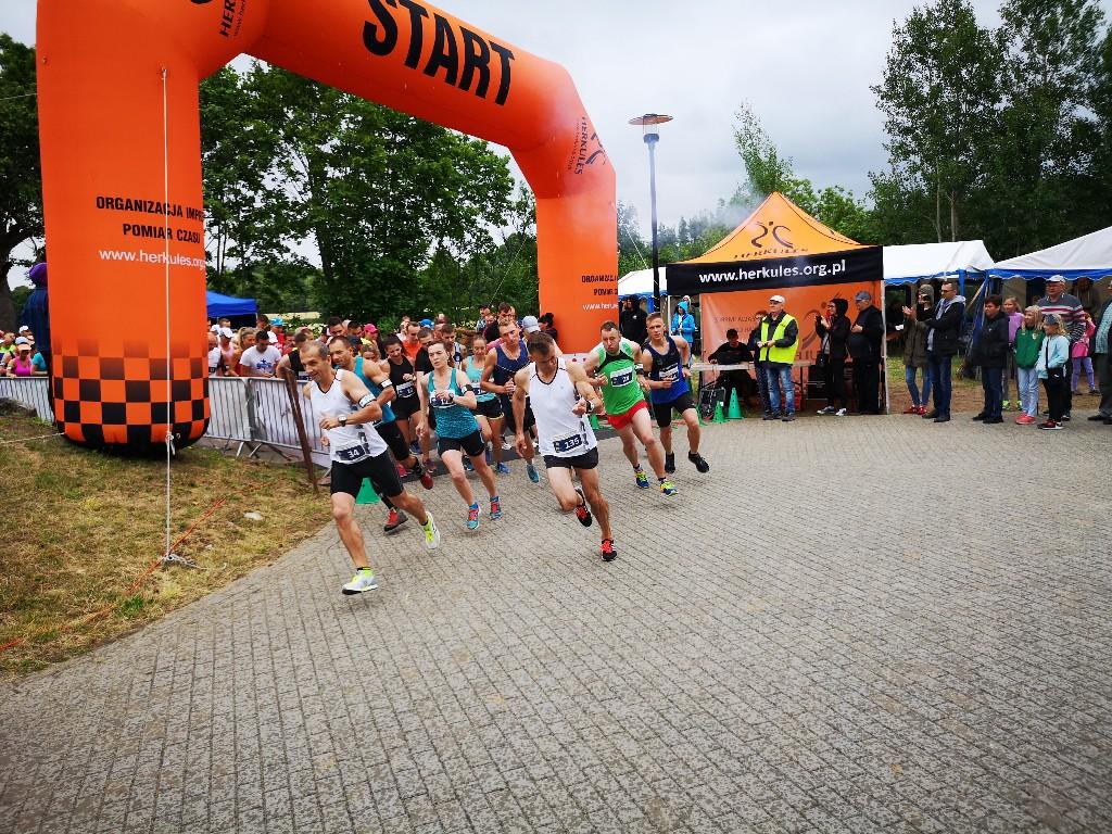 200 zawodników i zawodniczek rywalizowało w Płotowie w 6. Biegu i Marszu Nordick Walking