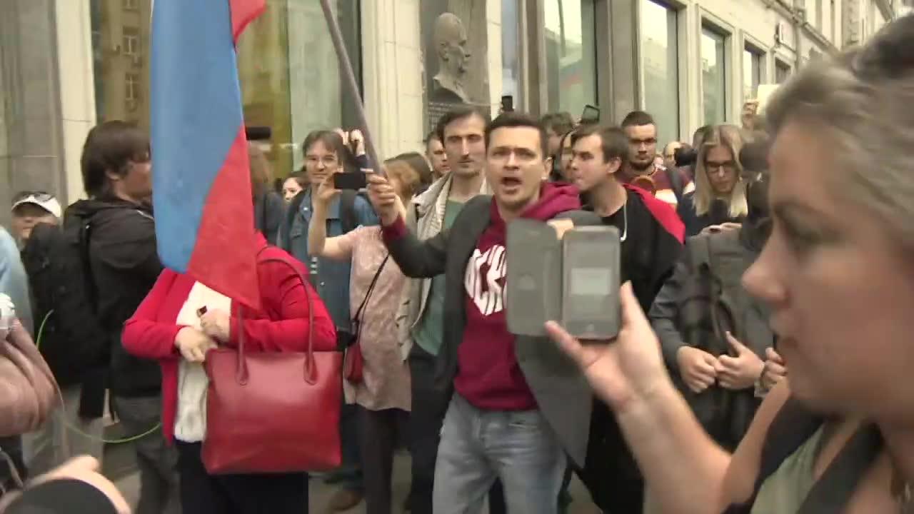 Przedstawiciele opozycji protestowali w Moskwie przeciwko dyskwalifikacji ich kandydatów w wyborach