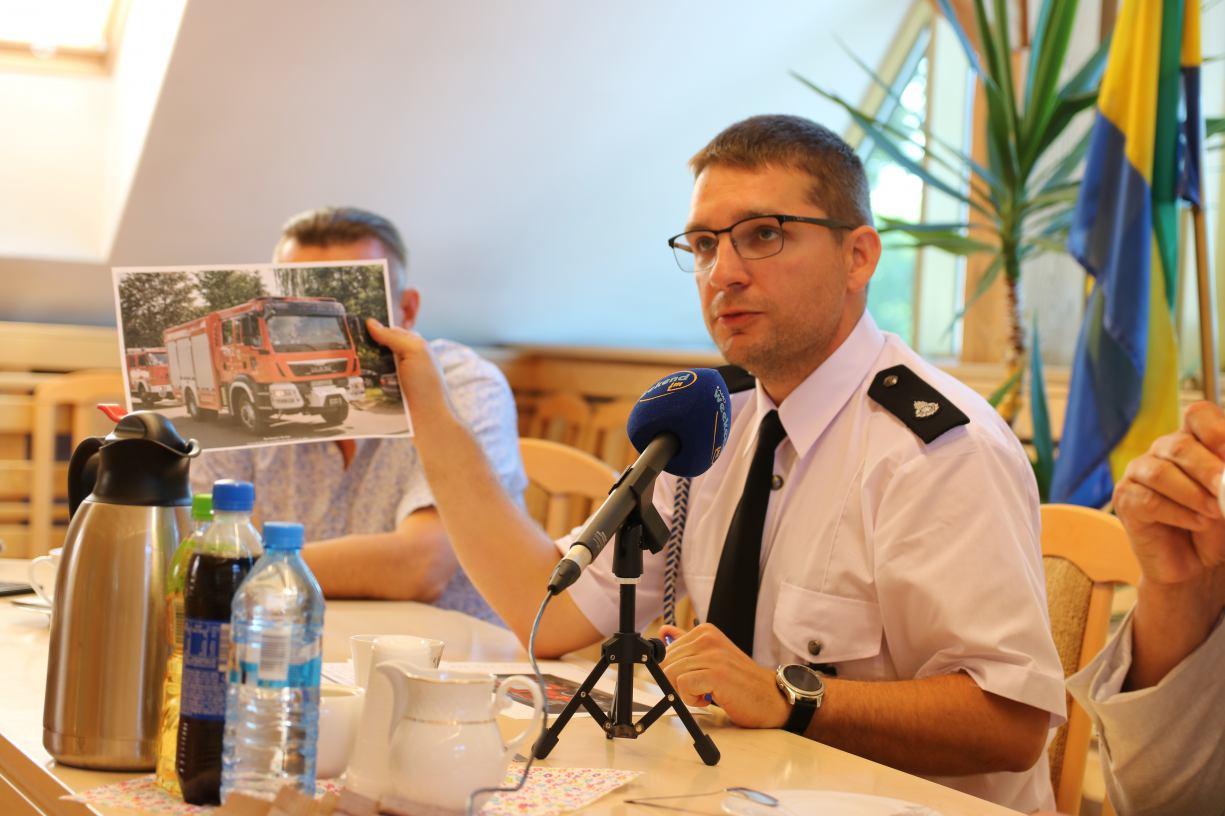 Strażacy z OSP pomagają mieszkańcom gminy Chojnice robić zakupy