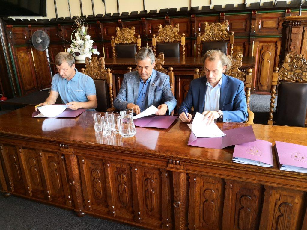 Podpisanie umów na realizację kanalizacji deszczowej