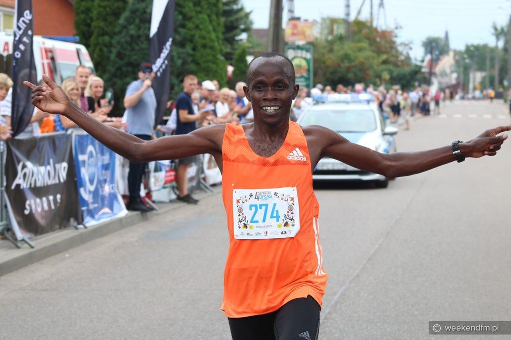 Zawodnik z Kenii pobił rekord Śliwickiej Dyszki. Impreza zgromadziła około 700 zawodników FOTO