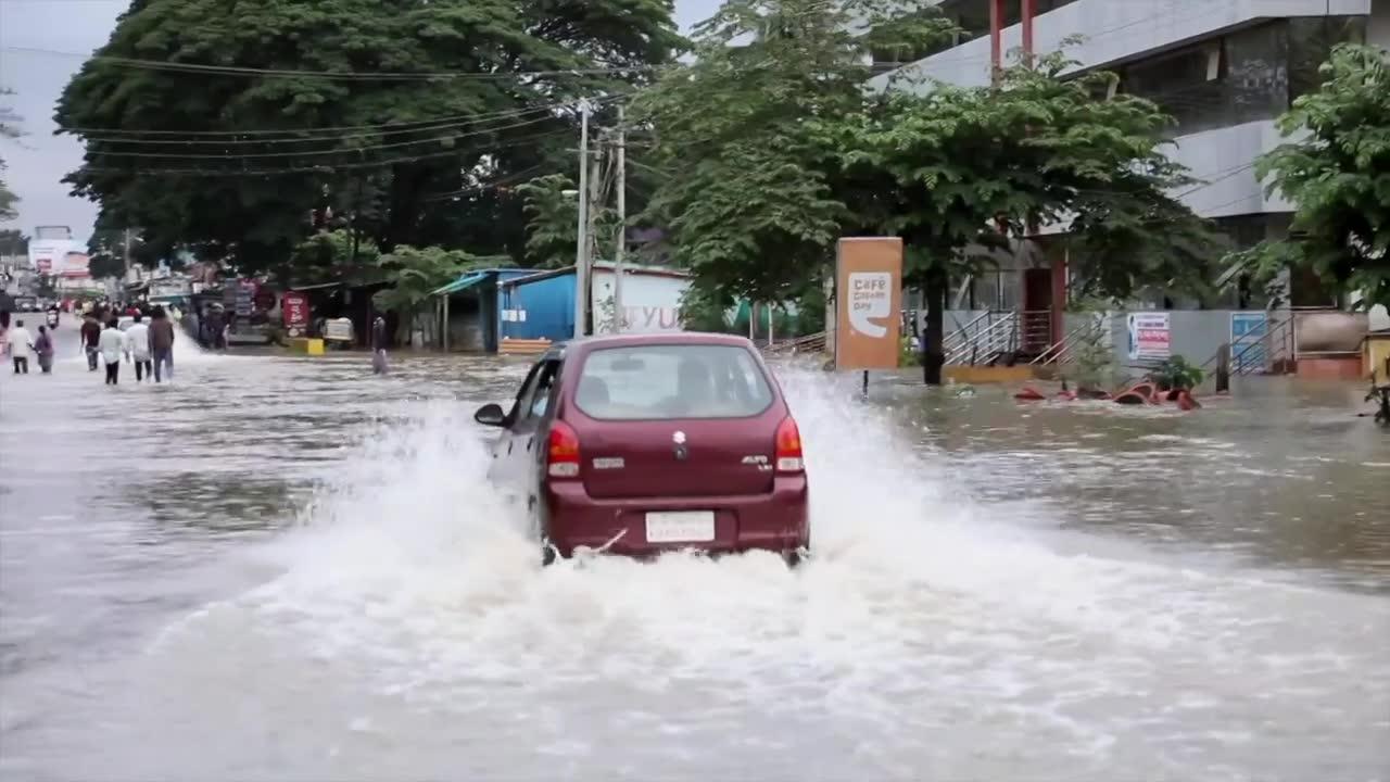 Co najmniej 140 ofiar, zalane ulice, turyści odcięci od hoteli. Gigantyczne powodzie w południowo-zachodniej części Indii