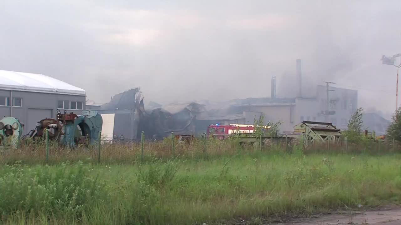 W Szczecinku spłonęła hala produkcyjna. Z ogniem walczyło 26 zastępów straży pożarnej. Nikt nie ucierpiał