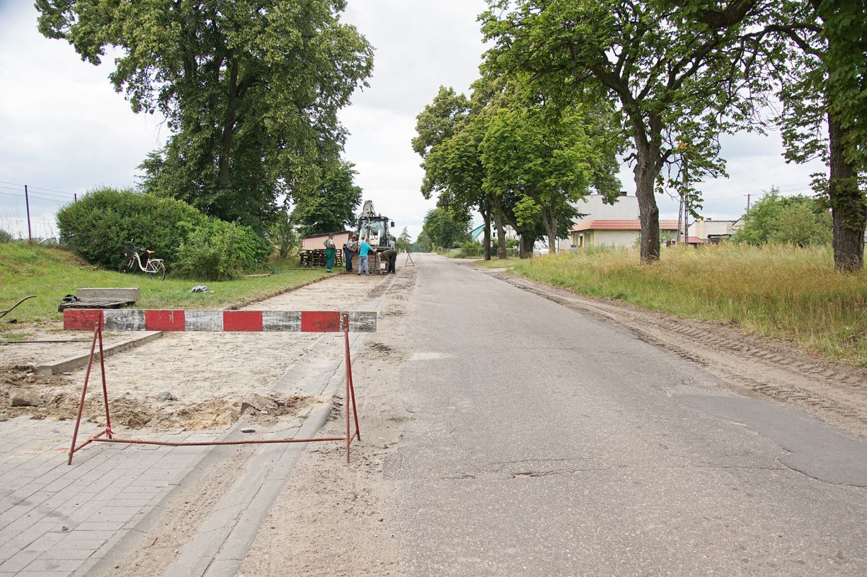 Ruszył remont 700-metrowego odcinka drogi powiatowej w Szczytnie, w gminie Przechlewo.