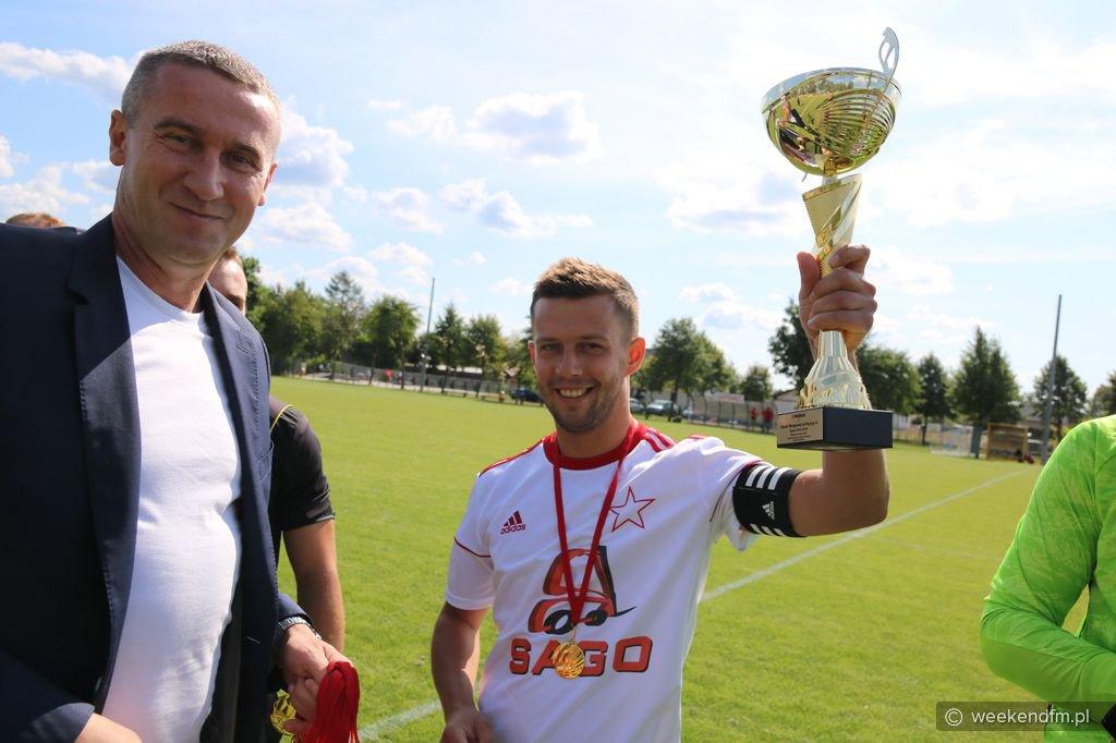 Gwiazda Karsin odebrała puchar i medale za awans do czwartej ligi FOTO