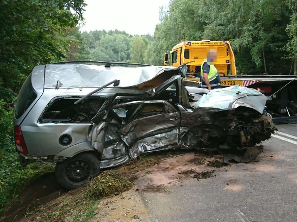 Nie żyje mężczyzna poszkodowany w wypadku pomiędzy  Pawłówkiem a Lisewem, w gminie Przechlewo (FOTO)