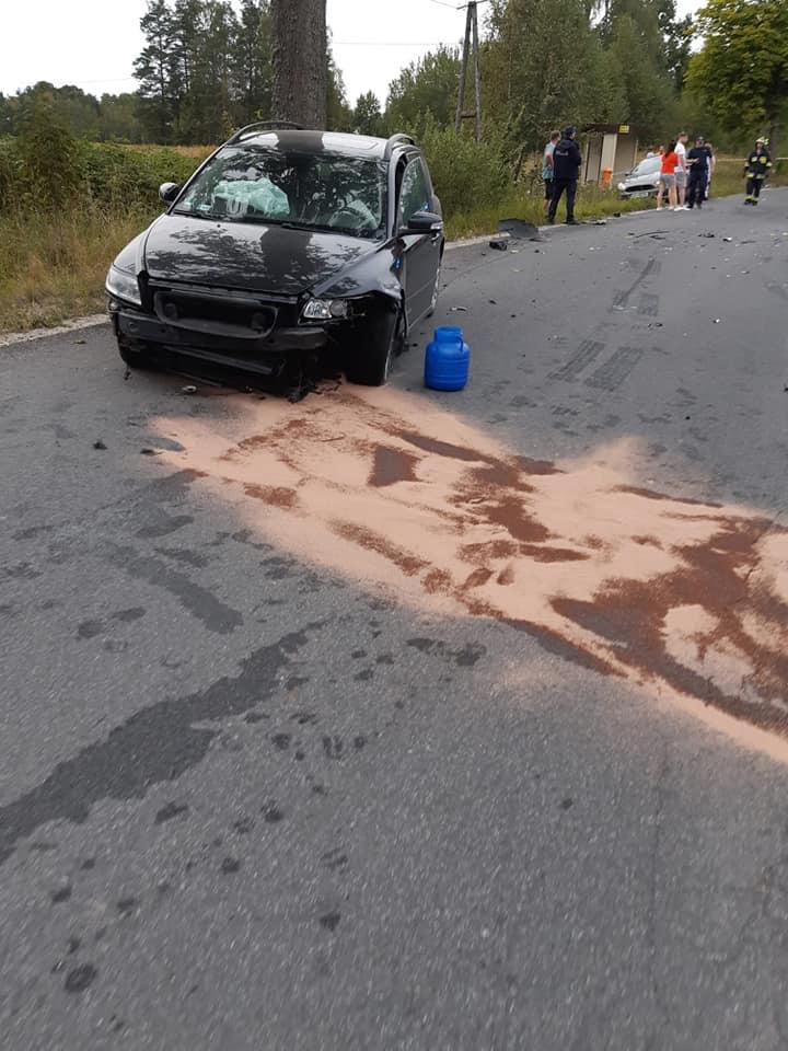 Zderzenie trzech pojazdów w powiecie kościerskim