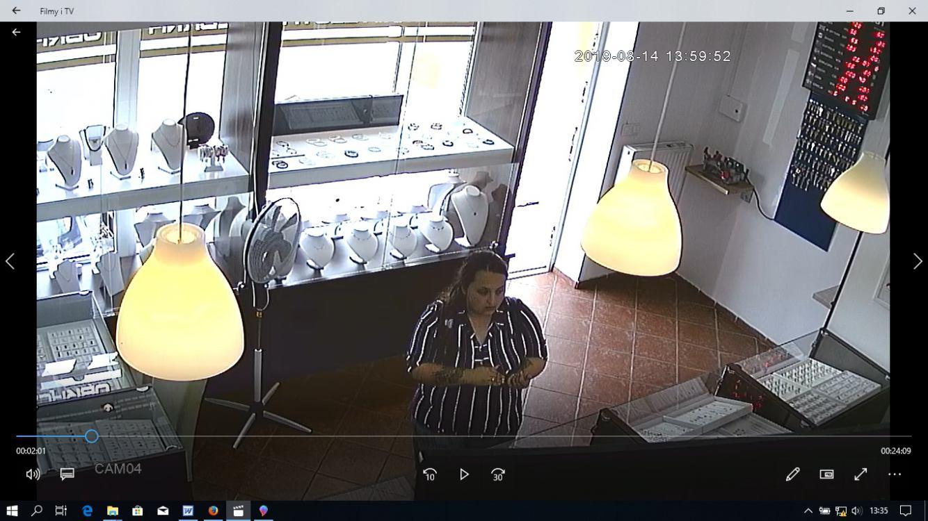Człuchowska policja prosi o pomoc w ustaleniu sprawczyni kradzieży u jubilera