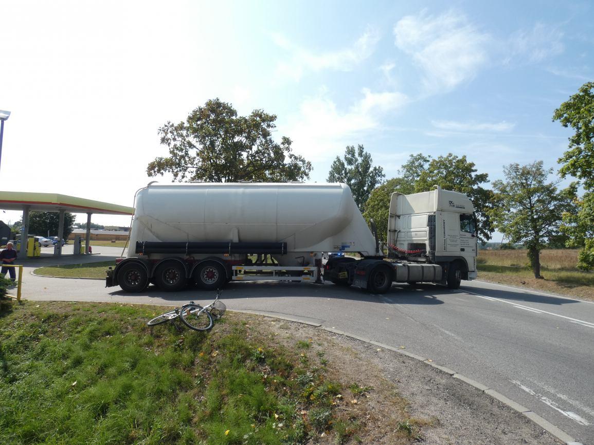 Powiat kościerski: samochód ciężarowy potrącił rowerzystkę