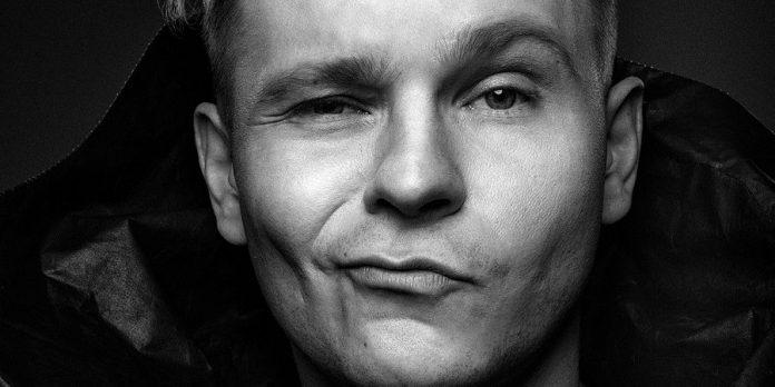 Rozśpiewany Hooligan wspomina Wakacje´99. Patryk Kumór w Weekend FM